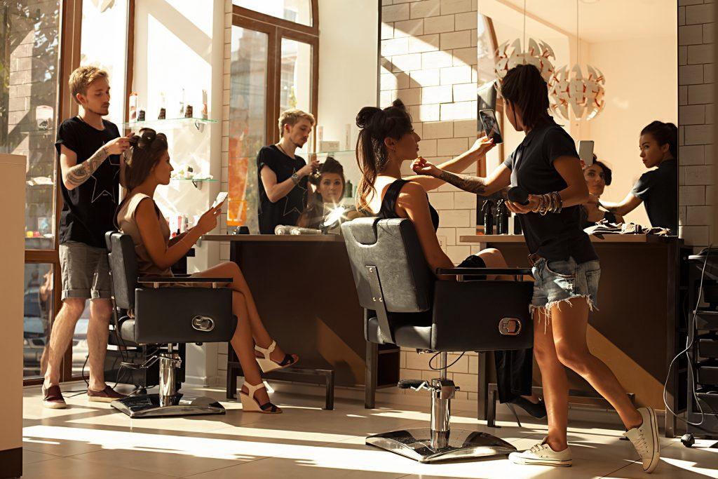 Curso de estilista GRATIS, salon de belleza