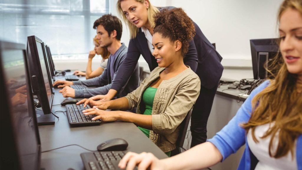 Curso Gratis por Google - Fundamentos del Marketing Digital, trabajadores de Google