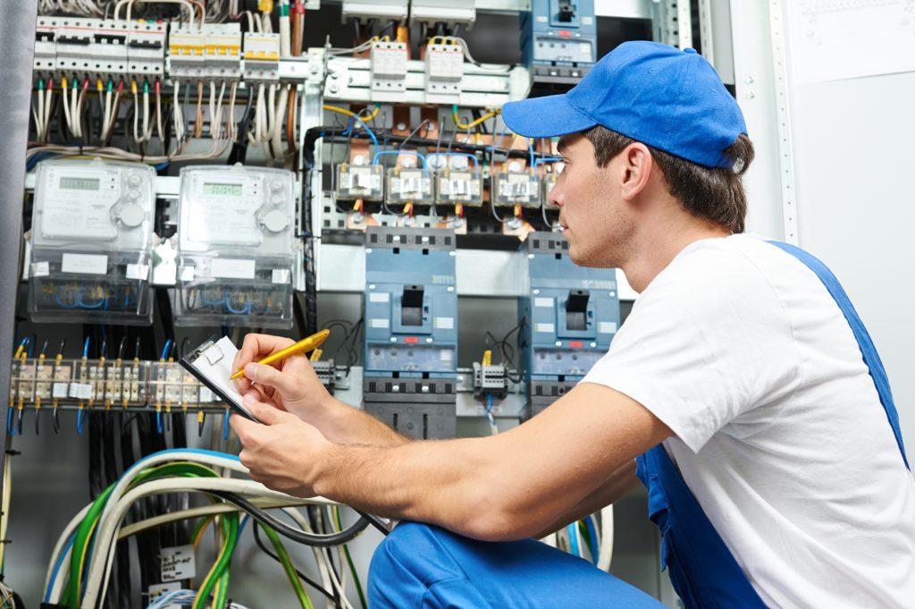 Curso gratis de electricista profesor