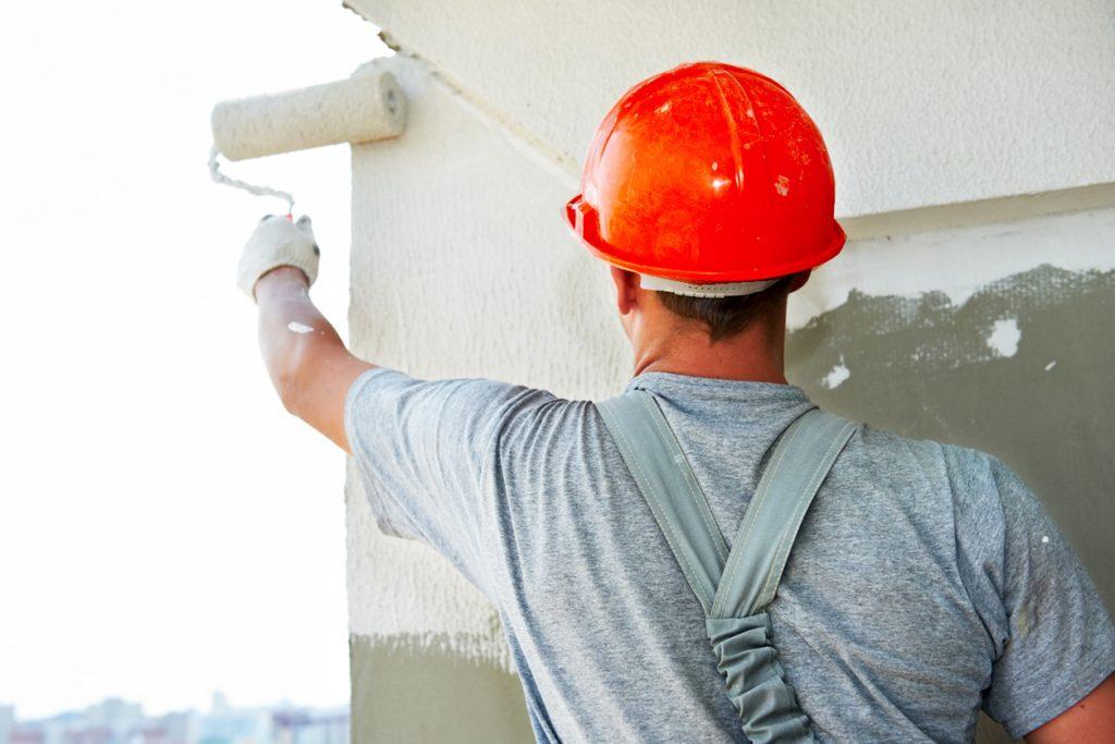 Pintor pintando una pared gratis salida laboral